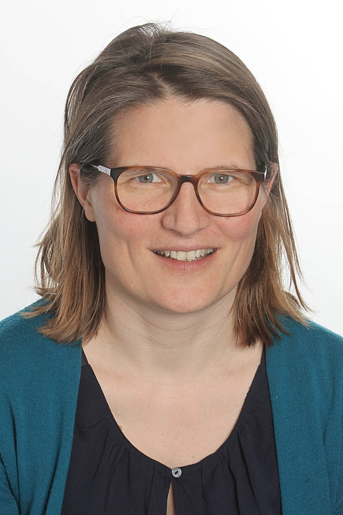 Prof. Julia Hauer