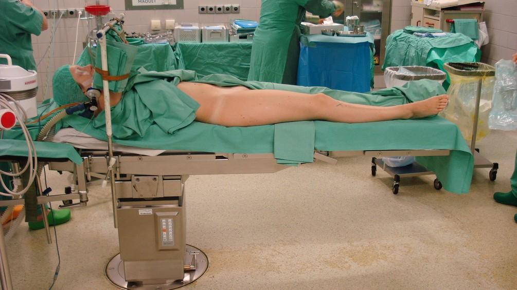 Lagerung des Patienten im Operationssal