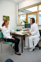 Patientengespräch mit Ärztin