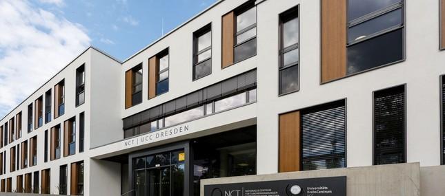 """Krebszentrum am Universitätsklinikum Dresden (UCC) bleibt einziges """"Onkologisches Spitzenzentrum"""" der neuen Bundesländer"""
