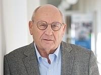 Prof. Rüger_k.jpg