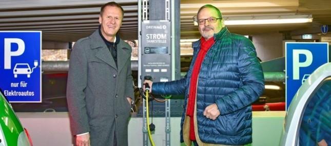 Auftanken bitte! Uniklinikum richtet sechs E-Tankstellen für Mitarbeiter- und Besucherautos ein