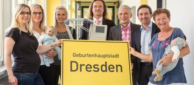 Dresdner Stadtfest GmbH lädt zur Sparkassen-BABYPARADE. Auch die Dresdner Hebammen sind 2015 dabei.