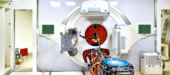 Linearbeschleuniger bildet Auftakt in neues Zeitalter der Strahlentherapie am Uniklinikum