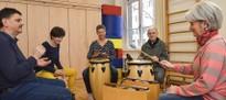 Mit Musikinstrumenten das Hören neu lernen