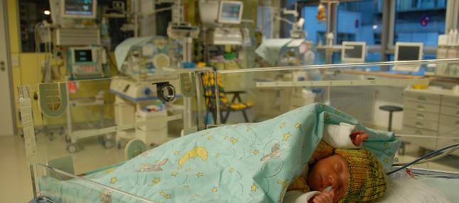 Sauerstoffmangel bei Neugeborenen: Schützt ein Gichtmedikament das Gehirn?
