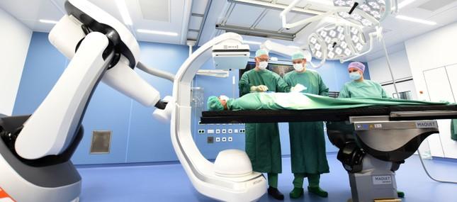 Uniklinikum nimmt High-End-Hybrid-OP in Betrieb