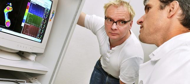 9. September 2013: Wenn jeder Schritt schmerzt – Uwe Steimle unterstützt Klinikum bei Gang-Analyse