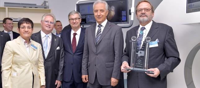 3. Juli 2014: Dank Millionenspende nimmt Dresdner Hochschulmedizin hochpräzisen und schonenden Computertomographen in Betrieb