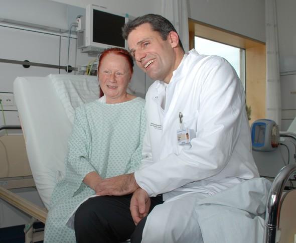 130104-Prof-Weitz-mit-Patientin.jpg